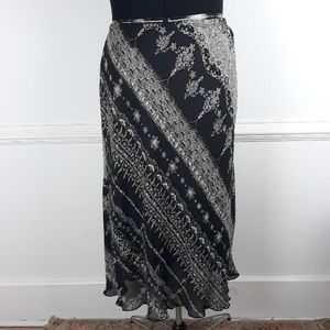 AVENUE PLUS SIZE PRINTED SKIRT SIZE 30/32